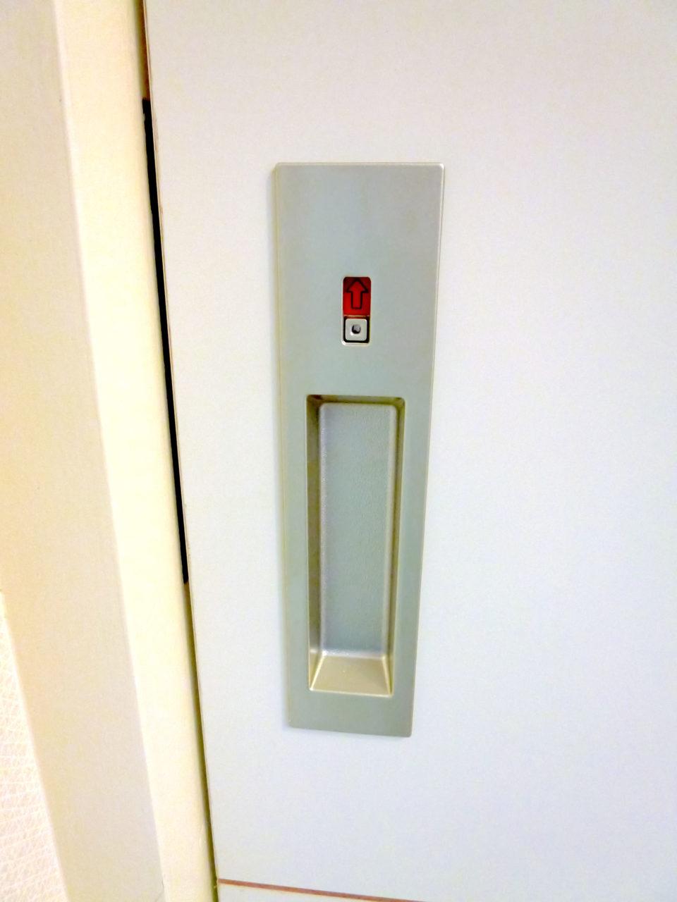 外から見たトイレの表示錠