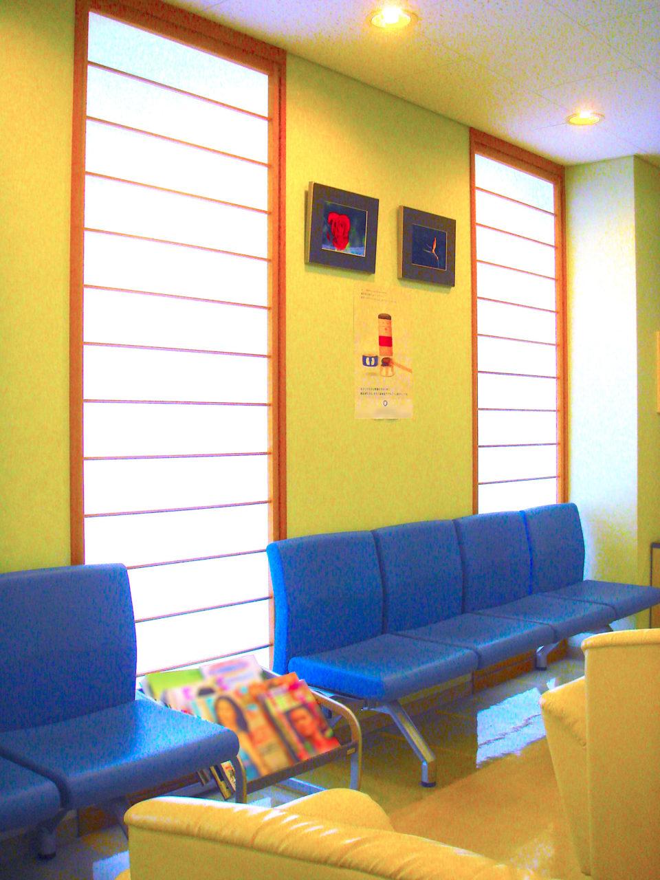 待合室の落ち着いた雰囲気に障子が似合います
