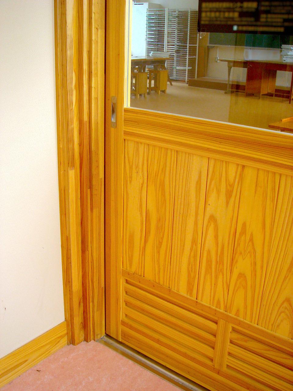 材料となる木材は地元産を使用