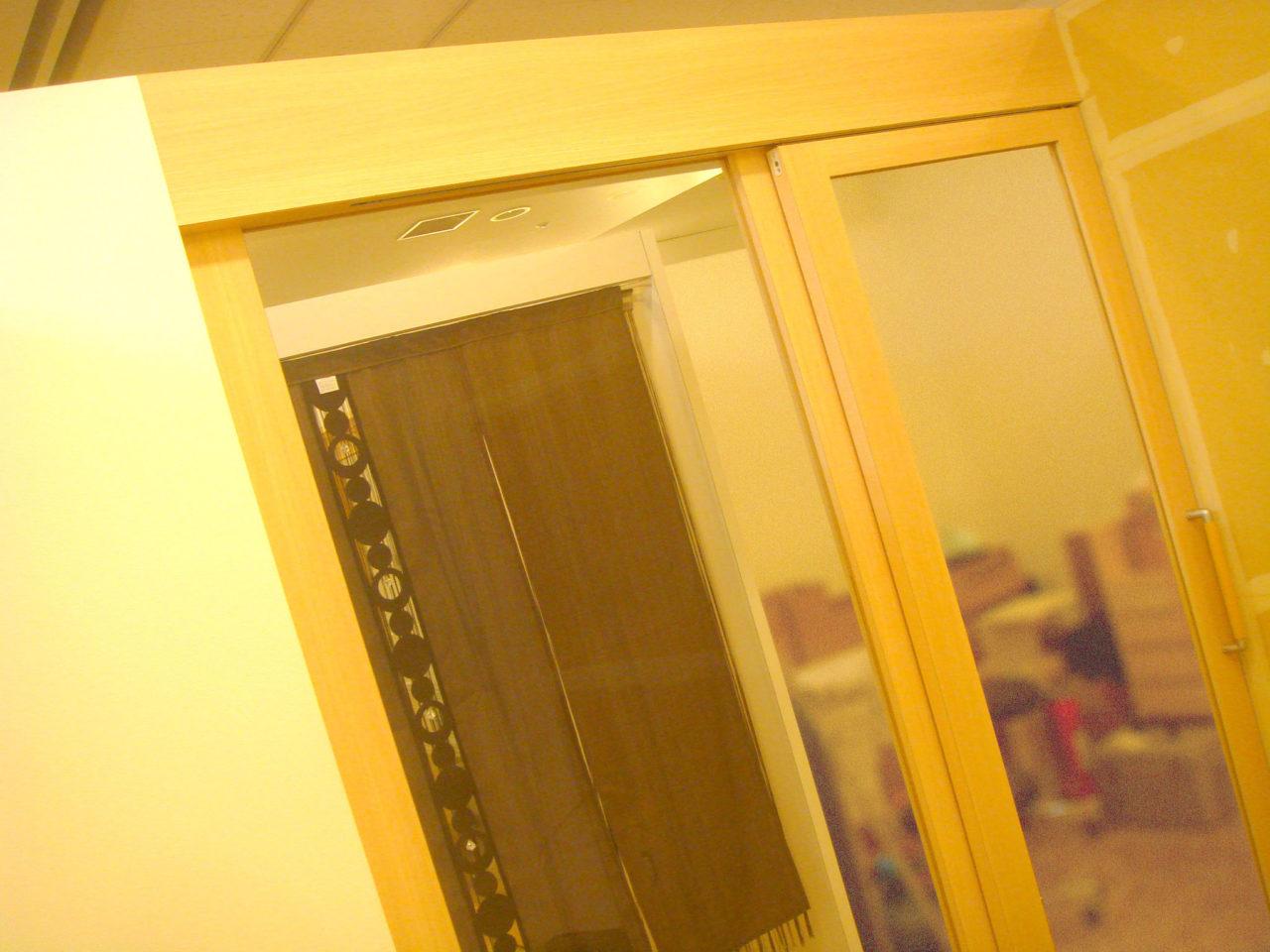 ガラスのハンガー戸